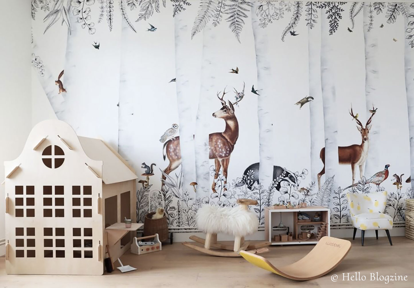 Wallpaper for kidsroom - Forest animals - Woody Chesnut from Les Dominotiers - © Helllo Blogzine