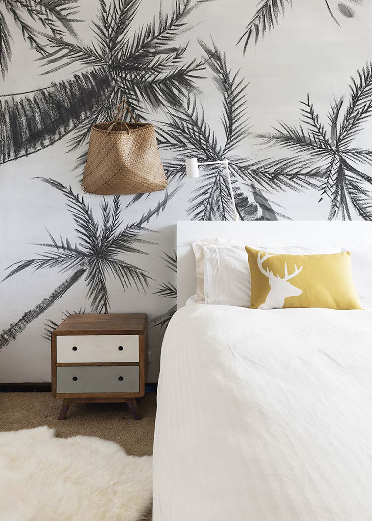 Tropical wallpaper Royal Palm by Les Dominotiers in a bedroom