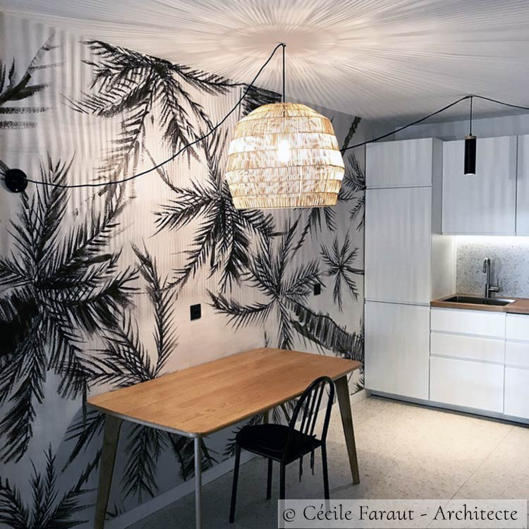 Tropical panoramic wallpaper Royal Palm in a kitchen © Cécile Faraut