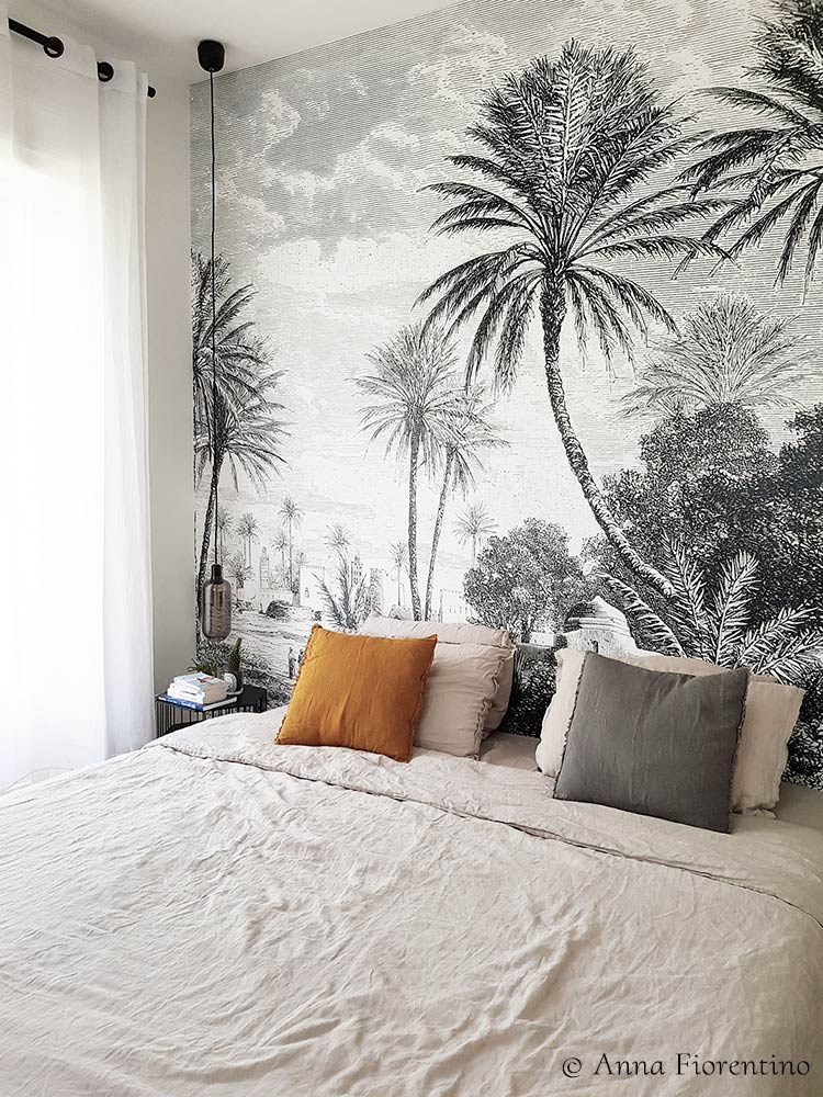 Tropical panoramic wallpaper OASIS from LesDominotiers in a bedroom © Anna Fiorentino