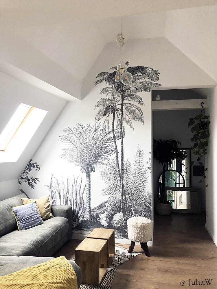 Tropical wall mural ALOES from Les Dominotiers in a living room © Julie.W